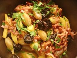Kartoffel-Schalotten-Zwetschgen-Eintopf