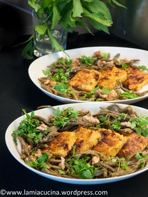Polentakuechlein mit Doerrbohnensalat
