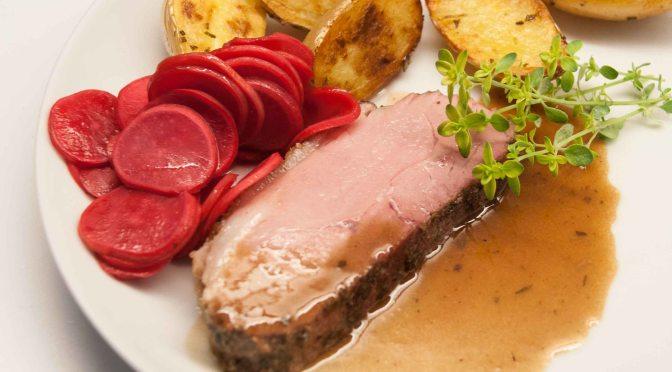 Radieschen-Confit, sous-vide Kartoffeln und das domestizierte Wollschwein