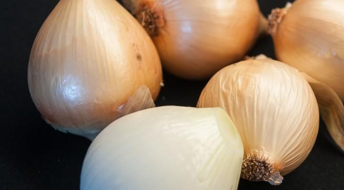 Zwiebelravioli an Kartoffelfond mit Liebstöckel