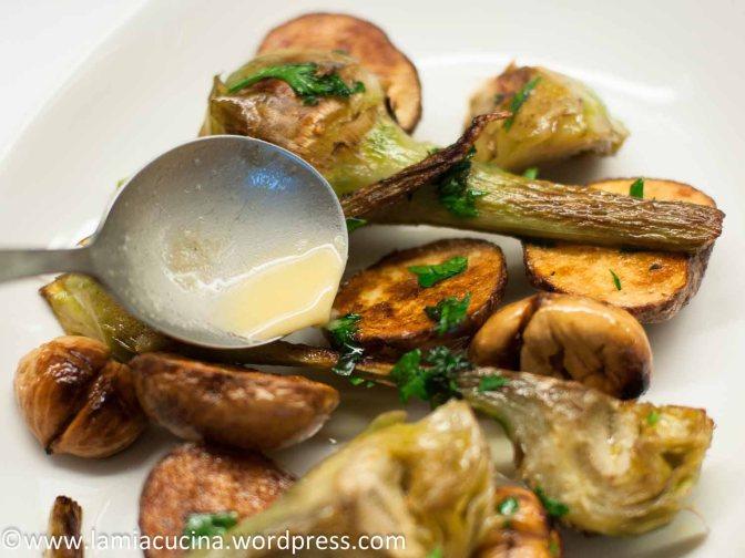 Gebratene Artischocken, Kartoffeln und Marroni mit Artischockensauce