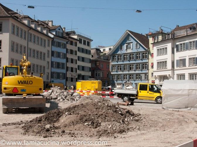 CH-8000 Zürich: einmal jährlich
