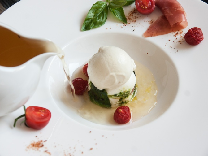 Tomate, Mozzarella, Basilikum