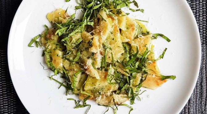 Testaroli mit Basilikum und Parmesan