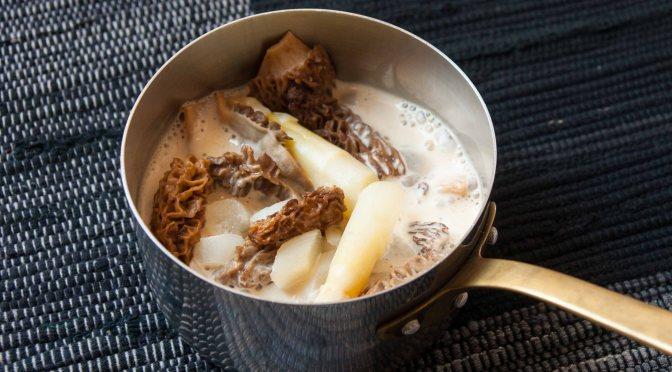 Cassolette d'asperges blanches et morilles printanières