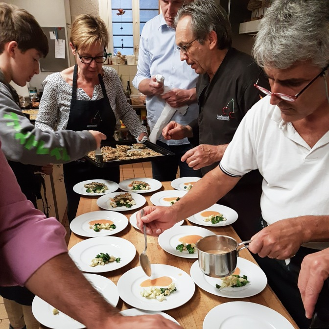 Zanderfilet, Quitten-Orangen-Sauce, Blumenkohl, Broccoletti