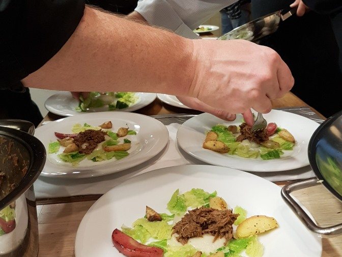 Rücken und Pulled Pork vom Frischling auf Topinamburpüree, Herbstgemüse