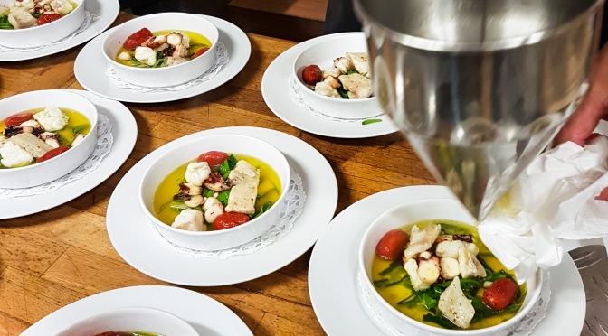Bouillabaisse vom Seefisch mit Sauce Rouille und Knoblauch-Crostini