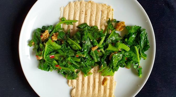 Cima di Rapa mit Wurzelpetersilien-Hummus